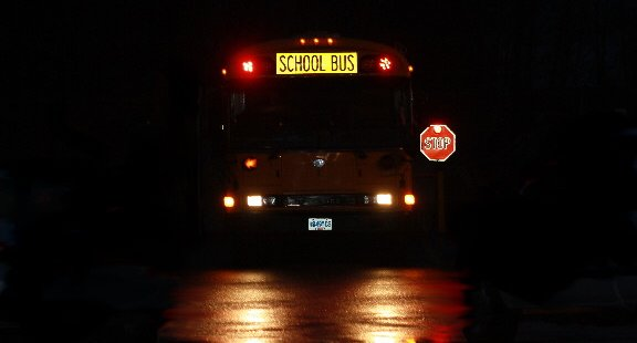 school_bus_in_early_morning